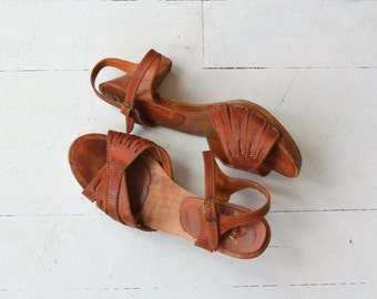 Westward clog sandals | vintage 70s platform sandals | leather and wood 70s shoes 6-6.5