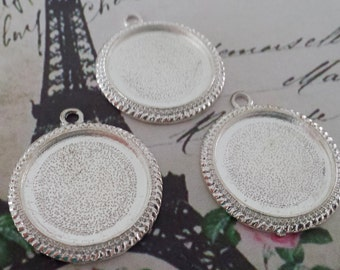 20 Vintage Style 1 inch Round Pendant Trays / 25mm for DIY Photo Pendants Bead Edge Silver