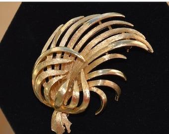 On sale Pretty Vintage Gold tone Leaf Brooch, Lisner