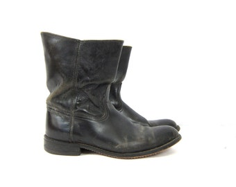 Beat Up Black leather Boots Hipster Shoes Distressed Western Rockabilly Boots Work Boots vintage Men's size 9. EW Extra Wide Dell's