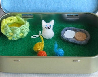 Tiny white cat felt play set in Altoid tin  - includes balls of yarn, play food and basket