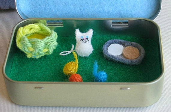Handmade Tin Toy - Little Kitty Scene