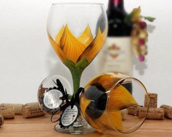 Sunflower wine glass, sunflower wedding, personalized wine glass, autumn decor, flower wine glass, hand painted wine glass, wine glass