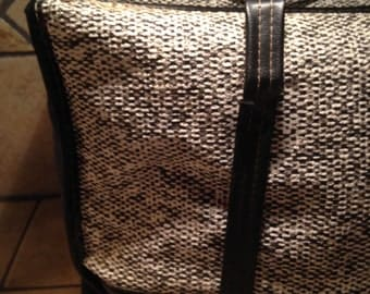 Antique Black and White Vinyl Insulated Picnic Bag