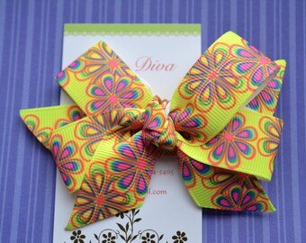 Groovy Daisies Neon Yellow Classic Diva Bow