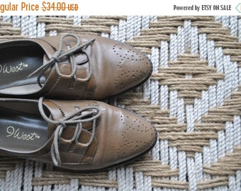 SALE 40% OFF Leather Oxford Flat Shoes / taupe / size 7