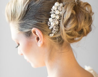 Wedding Pearl Hair Comb,  Crystal and Pearl Headpiece, Bridal Pearl Comb