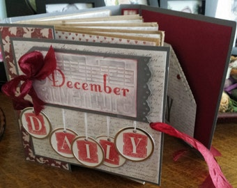 Santa's Bag Mini Album or December Daily Workshop Tutorial by Paperkitz