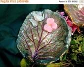 """Momma luvs Spring & 20%-- Home decor - Bergenia leaf birdbath leaf in plum and greens - stands on pole (Leaf 6107, 7.5x7"""") in garden or plan"""