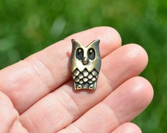 10 Antique Bronze Owl Buttons  BN155
