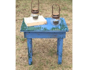Side Table - End Table - Accent Table - Rustic Furniture - Farmhouse Table - Primitive Table - Nighstand - Chic