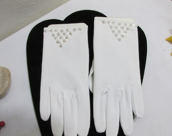 White Gloves with Faux Pearls  New Old Stock Perfect for Easter