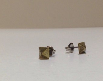 Vintage square pyramid post stud earrings DEADSTOCK