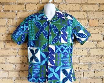 Vintage 1970s Mens Size Medium Hawaiian Shirt / 70s JcPenney Towncraft Hawaiian Shirt / Blue Green Cotton Barkcloth, Button Front / chest 40