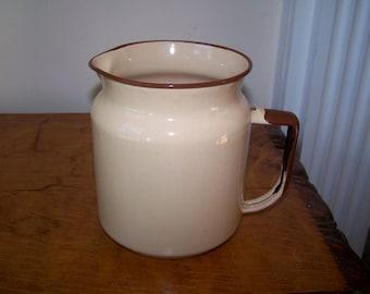 Tan Enamel Pitcher, Brown Rim Handle, Retro Kitchenware, Tan Enamelware, Tan and Brown, Vintage, Camping Glamping
