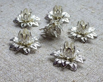 Free Shipping in UK - Silver tone Brass Flower Bead Cap - Pack of 16