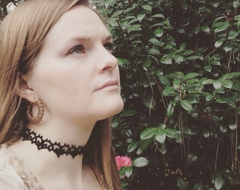 Crowning Choker (tatted necklace)