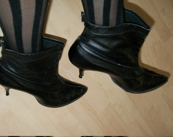1950s Authentic Vintage Witchy Black Leather Skinny Heeled Toed Cuffed Shorty Boots Size 9 M Amazing