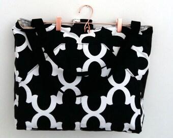 Reversible bag // quatrefoil // black // sixties // street style // shoulderbag // tote bag // diaperbag