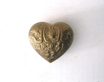 Vintage 60s brass heart box / Valentine's Day gift heart box / India brass Boho home decor / Brass floral gift box