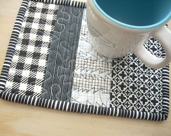 mug rug in black and white - FREE SHIPPING