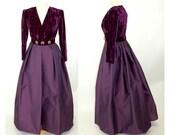 Oscar de la Renta gown Studio line 1980s purple formal crushed velvet designer dress Size 8