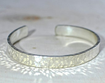Hammered sterling silver cuff bracelet with radiant eye-catching sparkle - Solid 925 with Custom Fit - BR592