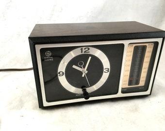 Pair of General Electric Alarm Clocks. GE Clock Radio. Alarm Clock. Faux Wood. AM/FM Radio. 1980s. Atomica Design. Vintage Clock.