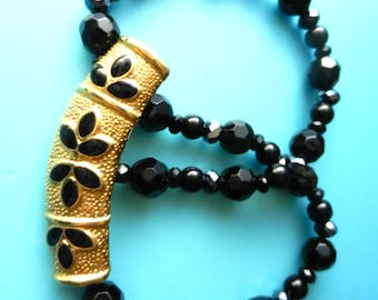 1960s Super elegant choker necklace with incredible  enamelled Clasp - shiny black faceted glass beads --Art.821-