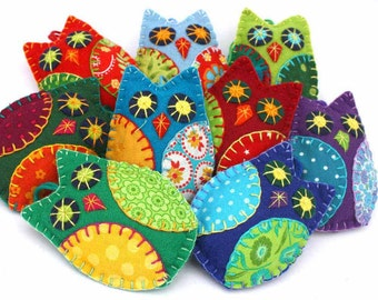 Felt owl ornaments, Felt Christmas Ornaments, Owl Christmas ornaments, Colourful patchwork owls, Hanging owl decorations, Bird ornaments.