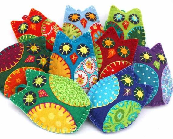 Felt owl ornaments, Felt Christmas Ornaments, Owl Christmas ornaments, Colourful patchwork owls, Hanging owl decorations, Bird ornaments.