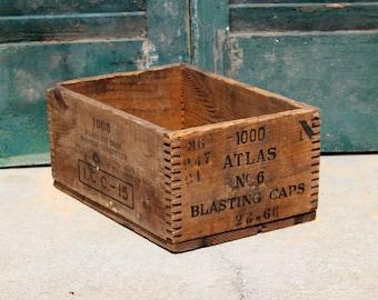 Vintage Rustic Atlas Blasting Caps Crate / Industrial Storage / Blasting Caps Crate