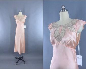 Vintage 1930s Nightgown / 30s Bias Cut Gown / 1930 Art Deco / Peach Satin Lingerie