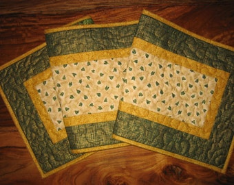 Quilted Christmas Table Runner, Small Green Trees on Gold, Plaid Christmas Runner, Holiday Table Decor, Reversible Runner, Pine Trees
