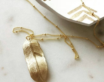 Feather necklace, Amelia, delicate modern jewelry