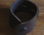 """Unisex Brown Full Grain Leather Wrist Cuff Bracelet with Gold Hand Forged Handcrafted Stainless Steel Plate Cuff is Size 6.75"""" w/ Snaps"""