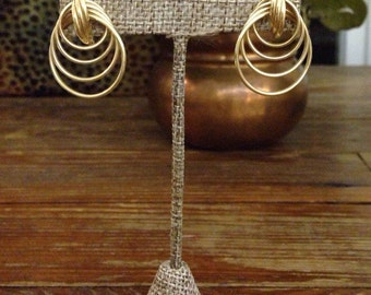 "Vintage unmarked gold tone wire pierced drop earrings / 1"" drop"