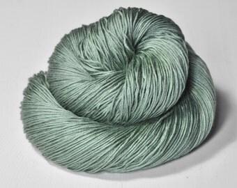 Glass frog - Silk/Cashmere Lace Yarn