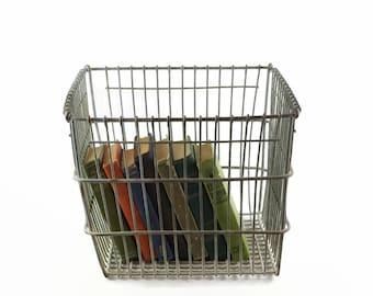 Wire Storage Basket, Metal Storage Bin, Rustic Industrial Decor, Large Wire  Basket