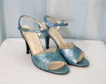 Vintage 1970s High Heels Light Blue Faux Snakeskin Ankle Strap Sandals Shoes / U.S. 6B