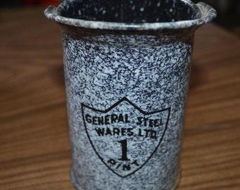Vintage enamel measure - graniteware - enamelware - handled blue / grey measure