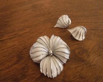 Vintage Crown Trifari Demi Parure/ Flower Brooch//Clip Earring //553