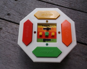 Vintage 1979 Tiger Electronics Copycat Copy Cat handheld game like Simon with repeating lights