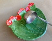 Cactus Spoon Rest, Prickly Pear Cactus dish, pottery cactus serving dish with red flowers, food safe glaze, ceramic plate, kitchen decor