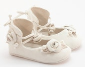Baby Gift, Baby Shoes, White Suede Baby Shoes, Girl Baby Shoes, baby shoes in white by Vibys