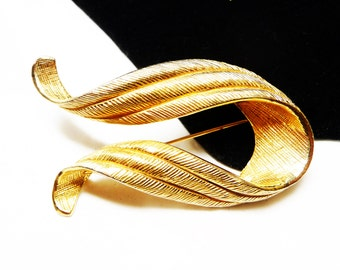 Classic Goldtone Ribbon Brooch - Designer Signed Castlecliff - Vintage Mid Century Jewelry