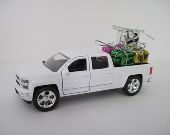2014 CHEVY SILVERADO Crew Cab Pickup Truck, White - Jada 1/32 Scale - Christmas Decoration, Table Decor - Christmas Presents