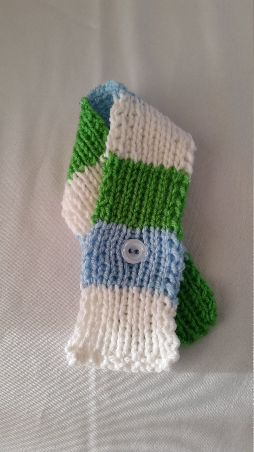 knitted pet scarf for cats or small dogs