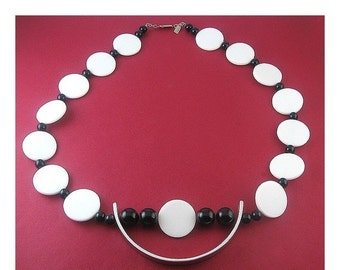 Vintage 1970s M.E. Stewart OP-Art Black and White and Chrome Arc Pendant Necklace