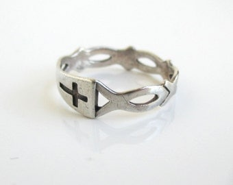 925 Sterling Silver Ichthyo Fish & Cross Ring - Vintage Size 6 3/4